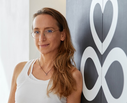 Portrait von Angela Sauer im Pilates & Yoga Studio 1, Pforzheim